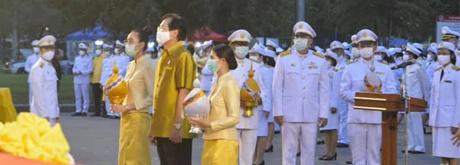 เข้าร่วมในพิธีลงนามถวายพระพรชัยมงคล เนื่องในโอกาสวันเฉลิมพระชนมพรรษาพระบาทสมเด็จพระเจ้าอยู่หัวประจำปีพุทธศักราช 2563
